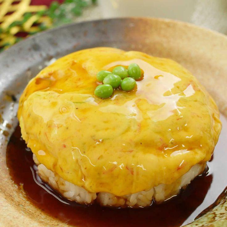 今回はレンジで簡単に作れる「天津飯」のレシピをご紹介!ボウルに材料を入れてかき混ぜたら、後はレンジでチンするだけ!洗い物も少ないので楽チンですね。甘酢あんをとろ〜りかけてめしあがれ!