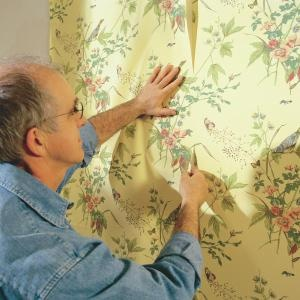 How to Hang Prepasted Wallpaper. Don't be stymied by tough-to-match patterns, slippery seams and out-of-plumb corners. We'll show you how to handle them with ease. Successfully wallpaper a room even if you haven't done it before. A professional paperhanger demonstrates every technique you'll need, start to finish, and shows you how to save time and avoid a heap of frustration.