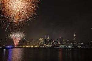 Feieren Sie den 4. Juli in New York! Bestaunen Sie das Feuerwerk am Unabhängigkeitstag während einer Bootstour. Lesen Sie mehr und buchen Sie hier.