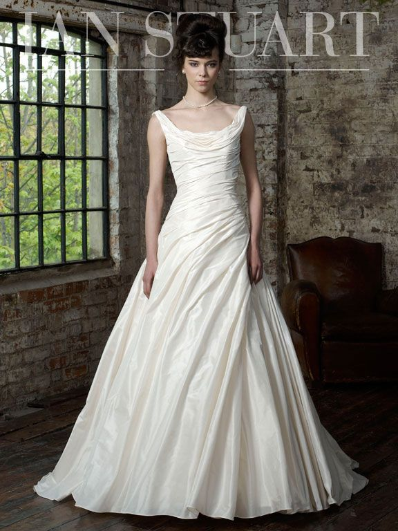 Ex Sample Ian Stuart Premiere Wedding Dress Size 12 14