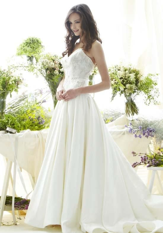 Silk ball gown with sweetheart neckline and beaded, dropped-waist bodice   Saison Blanche Couture   https://www.theknot.com/fashion/4267-saison-blanche-couture-wedding-dress