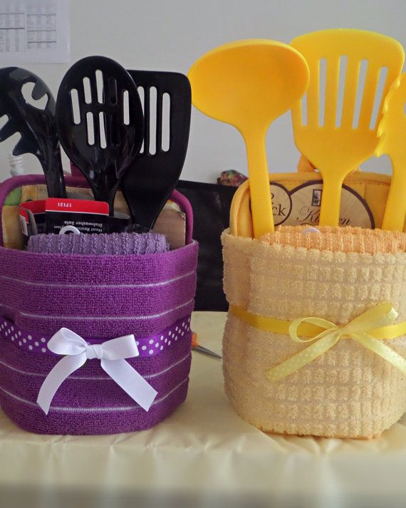Colorful kitchen housewarming dish towel cake di TheCandyCaneLady