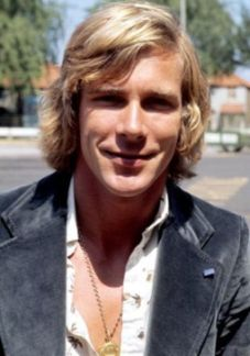 James Hunt August 29, 1947- June 15, 1993 1976 World F1 Champion. He gave up racing as it frankly scared him and he'd lost many friends in the sport. He partnered Murray Walker commentating on TV coverage of the races. Eventually his lifestyle caught up with him, dying from a major heart attack during his sleep at the age of 45.