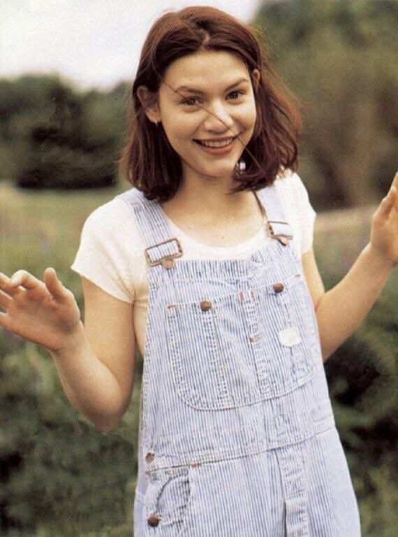 Claire Danes looking so young! Loved her!  (@90swomen) | Twitter