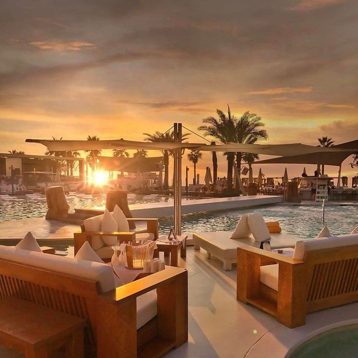 "9,641 curtidas, 82 comentários - Luxury (@rodeoand5th) no Instagram: ""Nikki Beach Club, Dubai 🌴 #rodeoand5thlifestyle #luxury #travel #mydubai 📷 @golden_heart"""