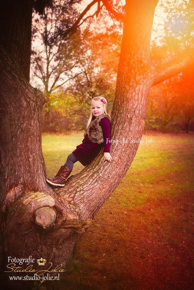 Fotoreportage met kinderen buiten, in het bos, buiten, herfst, meisje, met kinderen,