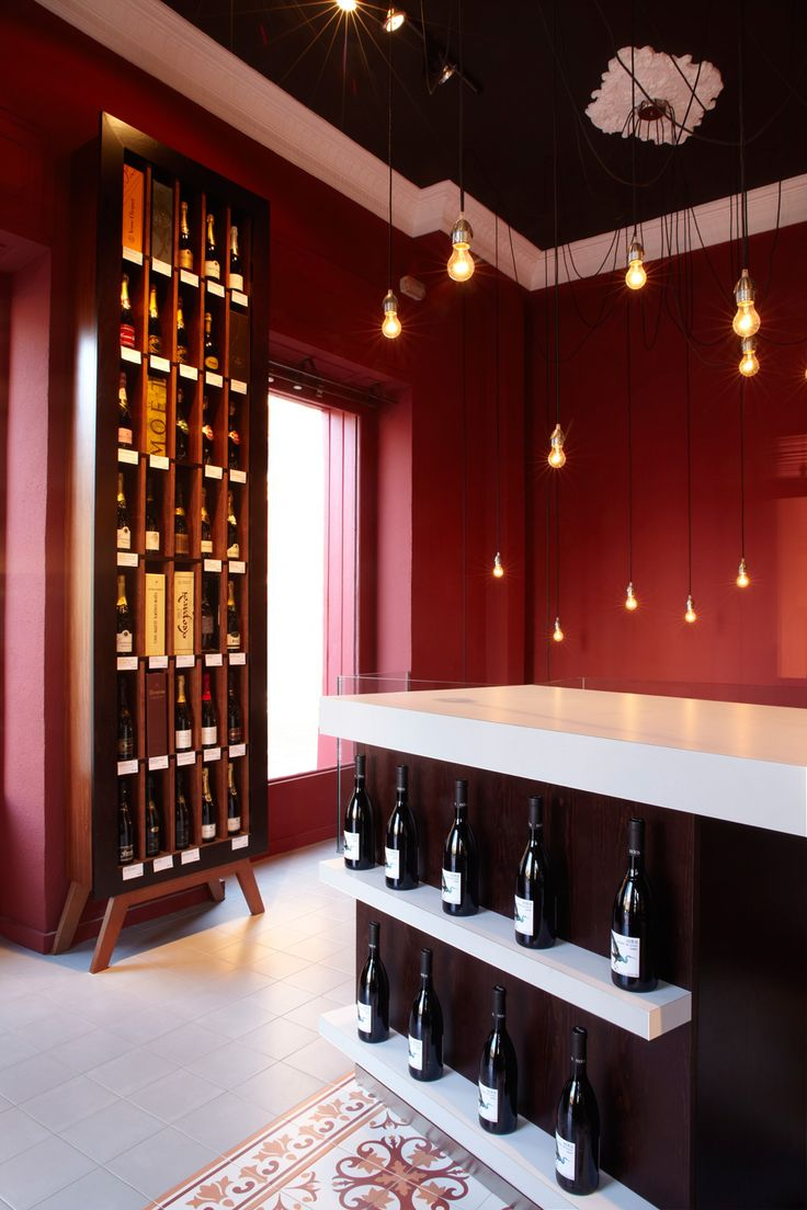 Mostaza Design | Vino & Compañía | Madrid | Wine Shop | Interior design | #retaildesign #mostazadesign #wine #shop #vinoycompañia #interiordesign #interiors #retail #bulbs