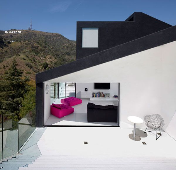 fuchsia + white + blackMinimalist Design, Minimalist Architecture, Hollywood Hills, Black House, Dreams House, Modern Architecture, Small House, Los Angels, Xten Architecture