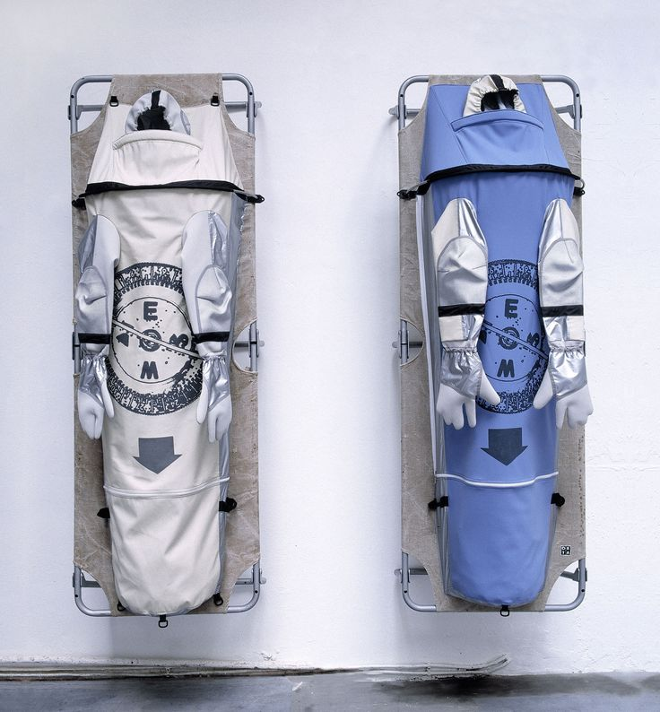 Lucy +Jorge Orta, Urban Life Guard – Ambulatory Sleeping Linen, 2002  © Lucy + Jorge Orta, Photo : JJ Crance #mudac #safe