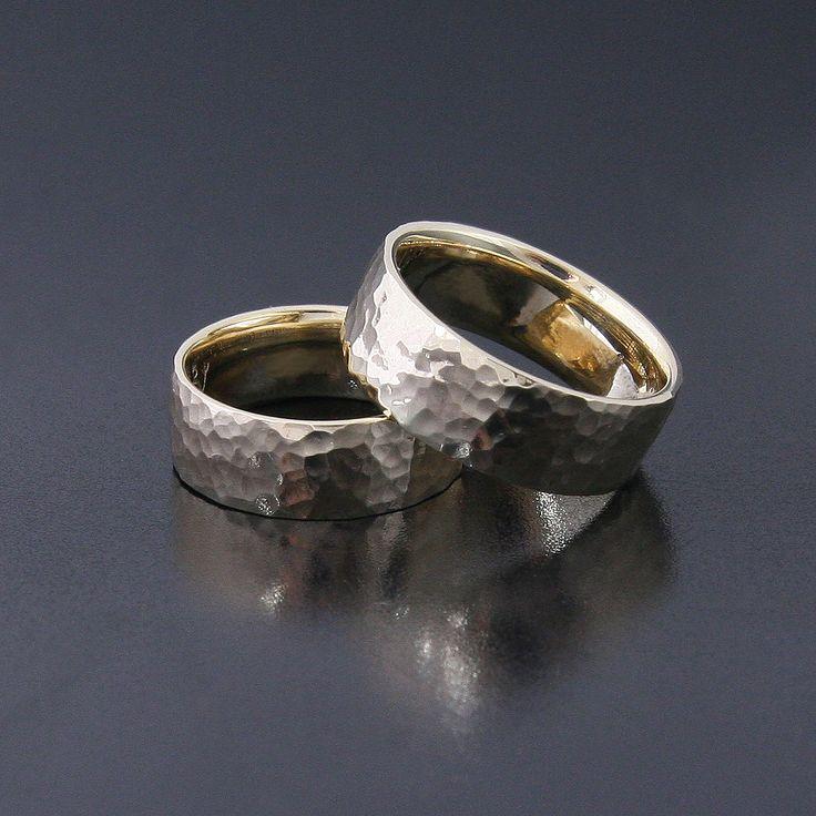 Obrączki z żółtego złota, pomłotkowane www.inneobraczki.pl #wedding #obrączki #ślub