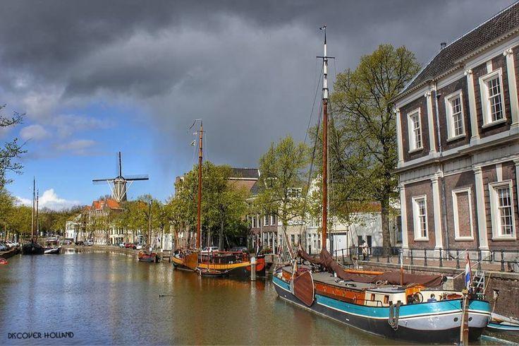 ___________________ @ig_discover_holland  Present our artist: @siepie777  Schiedam _______  Note:  Schiedam is een stad en gemeente in de provincie Zuid-Holland.  Schiedam ontstond op dezelfde wijze als later de grote buur Rotterdam: nabij de monding van de Schie werd rond waarschijnlijk 1230 door de heer van Wassenaar en/of heer Dirk Bokel van ambacht Mathenesse een dam aangelegd om het polderland te beschermen tegen het zeewater. De Schiedamse molens zijn de hoogste klassieke windmolens…