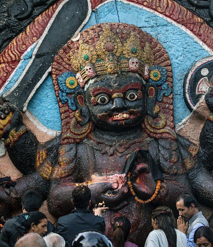 いいね!3件、コメント1件 ― Sherpa Adventure Gearさん(@sherpaadventuregear)のInstagramアカウント: 「This humongous, twelve foot tall depiction of the Hindu diety, Kal Bhairav at Kathmandu's Durbar…」
