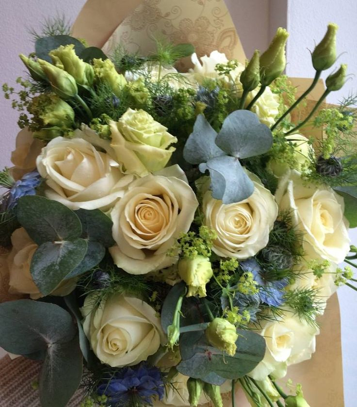 Bouquet of white roses, nigella and eustoma / lisianthus by ROSMARINO / Kytice z bílých růží, černuchy a eustomy