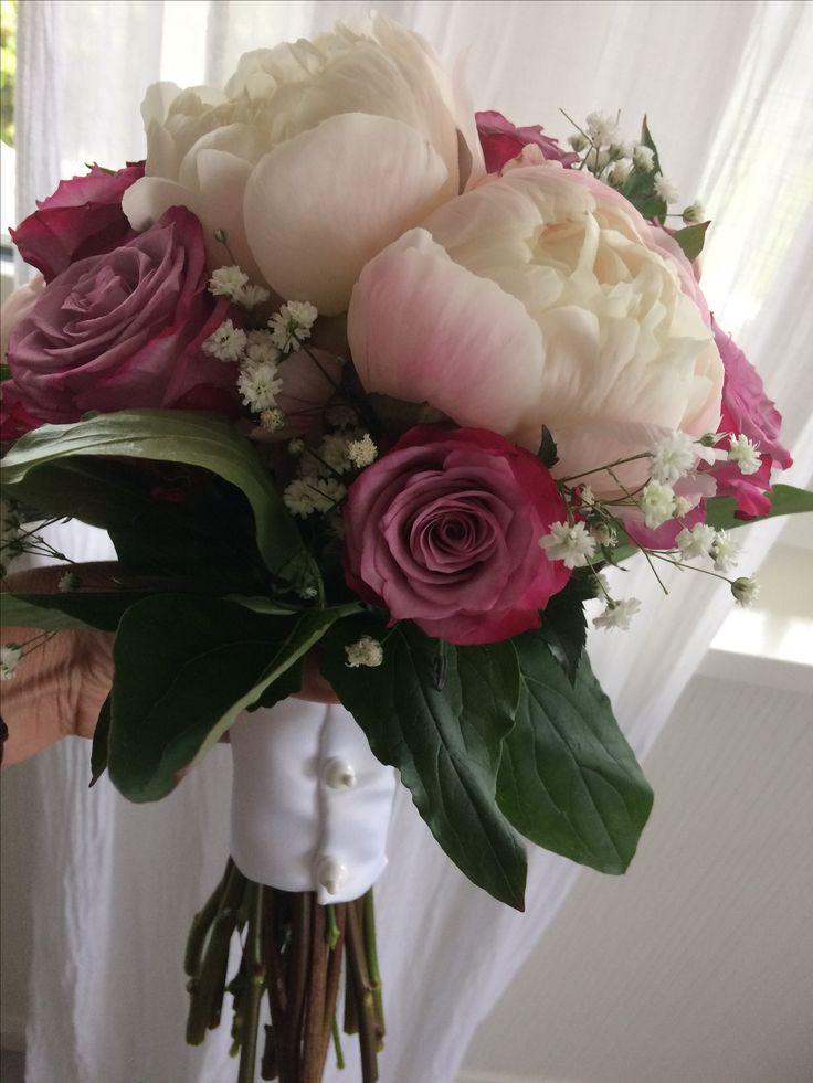 Rosa peoner og roser