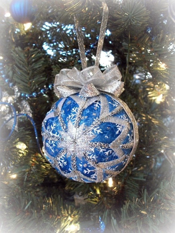 Love the homemade Christmas ornaments on this Etsy site!