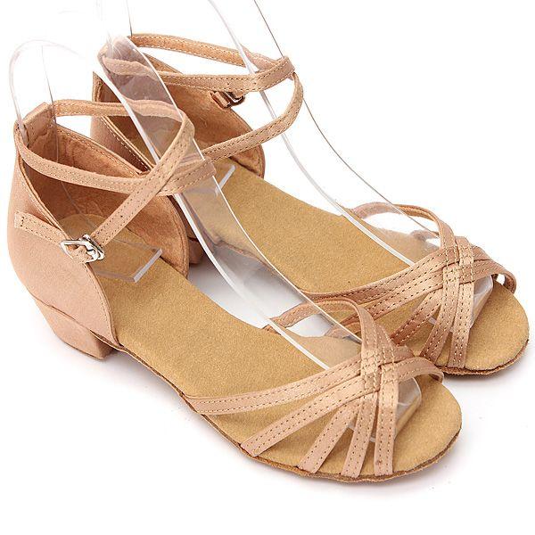 Pas cher 2015 nouvelle mode jolie enfants Kid Ballroom latine fille Salsa chaussures de danse 3 centimètres à talons bas taille 31   37 pour le choix, Acheter  Chaussures de dans de qualité directement des fournisseurs de Chine:              Description:  100% nouveau                       Forme d'orteil:  Bout rond                       Type
