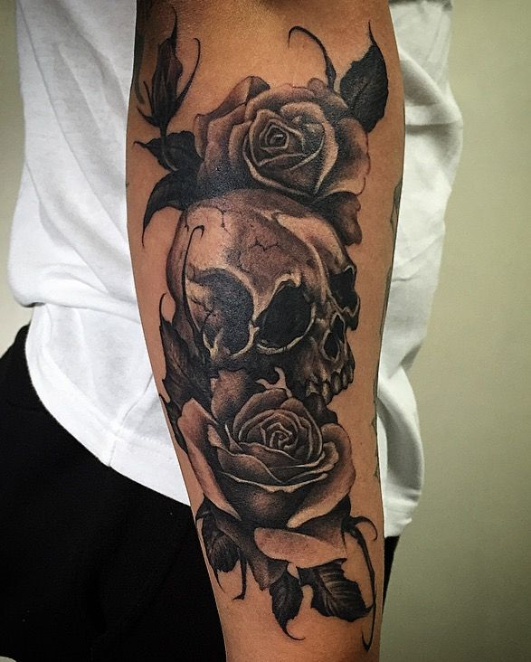 Amsterdam tattoo 1825 kimihito skull rose black and gray for Black and grey tattoo artists near me