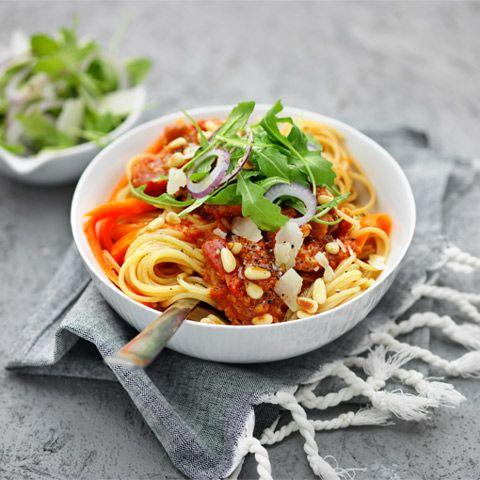 Blomkålsris, morotspasta, zucchinipasta är hälsosamma alternativ till kolhydrater som ris, pasta och potatis. Prova våra goda recept med grönhydrater.