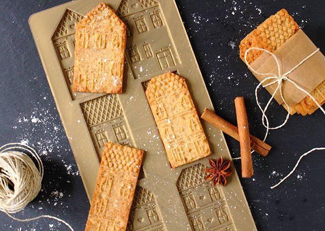 Eine Runde Spekulatius geb ich noch aus heute 😉 Was fangt Ihr mit diesem trüben Wochenende an? Wir werden heute Hamburg unsicher machen! Hoffentlich hält das Wetter einigermaßen... #glueckistbackbar #spekulatius #cookie #plätzchen #weihnachten #backen #backblog #rezeptebuchcom @rezeptebuchcom #köstlichundkonsorten #ichliebefoodblogs @ich.liebe.foodblogs