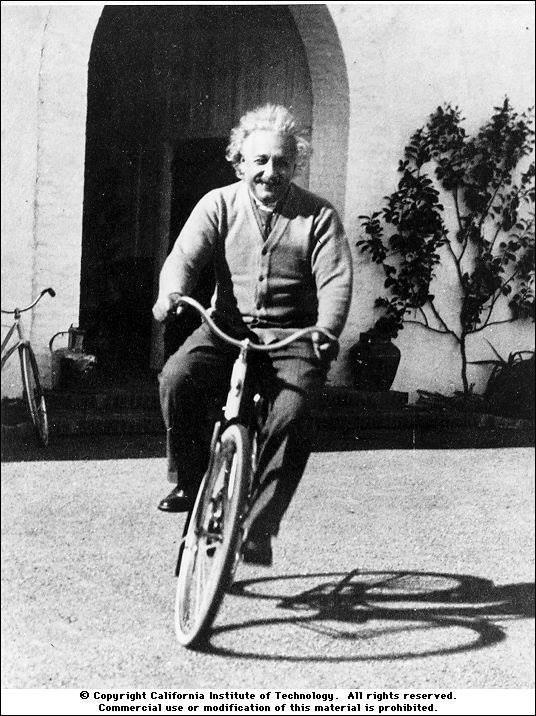 """""""La vita è come andare in bicicletta: se vuoi stare in equilibrio devi muoverti.""""  Albert Einstein era davvero avanti... buonanotte viaggiatori!!! #bicicletta"""