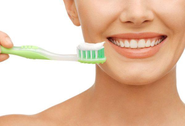 PASTĂ de DINȚI naturală – rețetă pentru curățarea, întărirea și albirea dinților