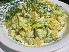 Na přípravu budete potřebovat:   1kg brambor varného typu A  1 větší salátová okurka  1 větší cibule  hrst čerstvého nasekaného kopru  1P...