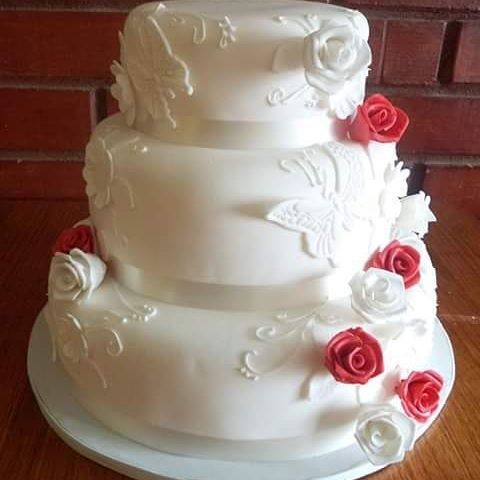 #wedding #Flowers #fondant #cake by Volován Productos #instacake #Chile #puq #VolovanProductos #Cakestagram #Cakes #sweetcake