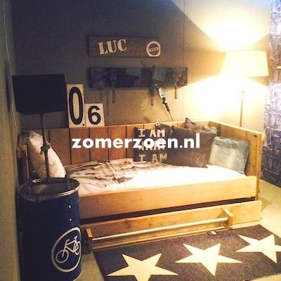 #chill bed voor jongen #kajuitbed #stoer met steigerbuis #zomerzoen http://www.zomerzoen.nl/bedbank-luc.html