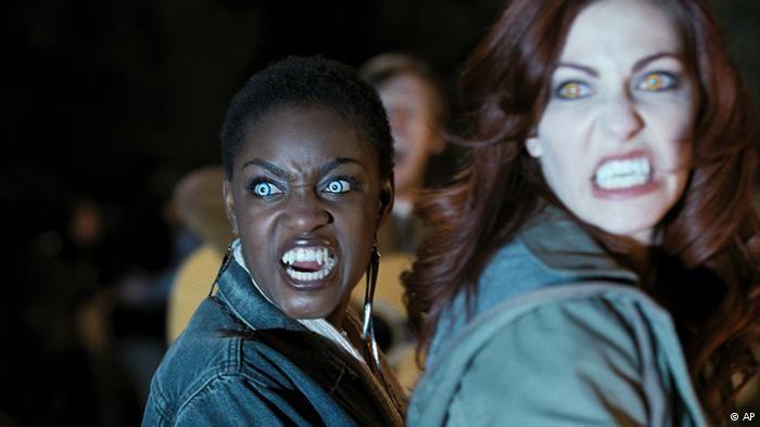 Beberapa Variasi Sepanjang sejarah fim, bukan saja aktor berkulit putih yang tampil sebagai vampir di layar, juga terdapat perempuan kulit hitam muncul sebagai vampir di film-film. Banyak perusahaan yang juga memanfaatkan mitos vampir. Produsen mobil Audi menampilkan vampir perempuan dalam iklan saat final American Football Super Bowl tahun lalu.