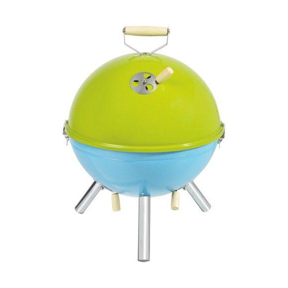 Der kompakte Holzkohlegrill von BOXXX überzeugt mit Design und Funktionalität. So ist das kugelförmige Gestell aus Eisen in Grün und Blau lackiert. Dabei fasst die Kohlewanne ca. 0,8 bis 1 kg Kohle. Die Grillfläche beträgt ca. 29 x 29 cm (B x L). Genießen Sie leckeres Grillgut von dem kompakten Holzkohlegrill aus dem Hause BOXXX.