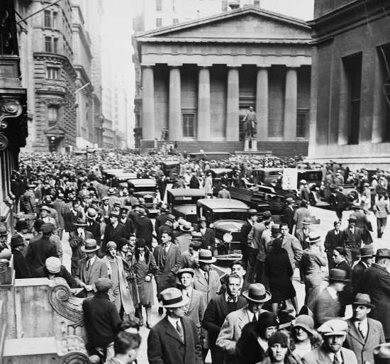 foto de una multitud en wall street