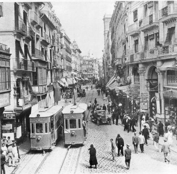 Valencia / Tranvía por la calle San Vicente, 1914 / vintage / photography / cities