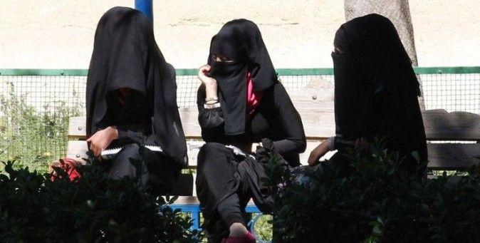"""Sciascia: """"Noi donne arabe, tutte infibulate: benvenute nel macellaio Isis"""""""