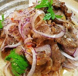 紫玉ねぎと牛肉のナンプラーサラダ
