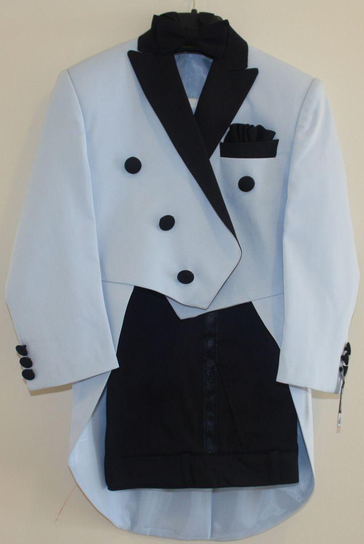 Deti Kids Frak takım, buz mavisi modelimizi incelediniz mi? Buz mavisi ve lacivert detaylı takım 1/9yaş beden aralığındadır.  Pantolon, kuşak, papyon, ceket ve gömleği vardır. Siyah ve kırık beyaz renkleride vardır.  Detaylar için; www.laresima.com✌️ #detikids #laresima #fraktakım #çocuktakım #tuxedo #smokin #babywear #kidswear #kidssuit #suitup #babysuit #babyfashion #kidsfashion #bloggeranneler #sosyalanneler #internettenalışveriş #internetanneleri #anneoldum #anneolmak #anneoluyorum…