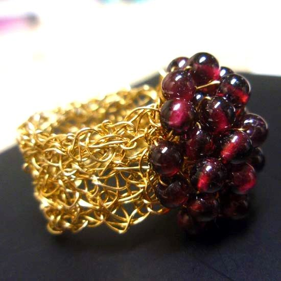 HANDMADE RING KNITTED GARNET GOLD with Gmestones of Red Garnet 4mm and Goldplated Knitted Steel Wire | HANDMADE JEWELRY | Crystal Pepper