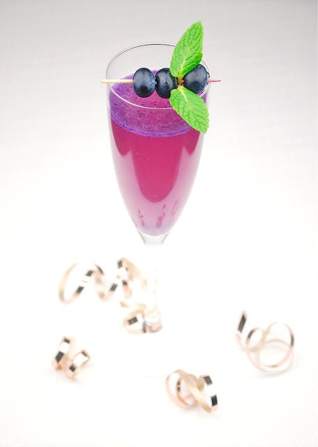 Blueberry-Pineapple Champagne Sparkler: Pineapple Juice, Happy Hour, Champagne Sparklers, Blueberry Pineapple Champagne, Mint Leaves, Tasti Trials, Chops Mint, Blueberries Pineapple, Blueberrypineappl Champagne