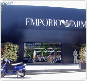 AVENIDA ALONSO DE CORDOBA: Exclusiva calle de la comuna de Vitacura que se ha convertido en el principal centro de moda y vanguardia de Santiago. En ella se encuentran los más exclusivos restaurantes, boutiques, zapaterías, joyerías y salas de arte de la capital, sumando más de 200 locales comerciales en aproximadamente 10 cuadras.