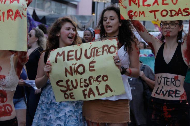 Mulheres vão às ruas em SP contra Cunha e 'PL do Aborto'