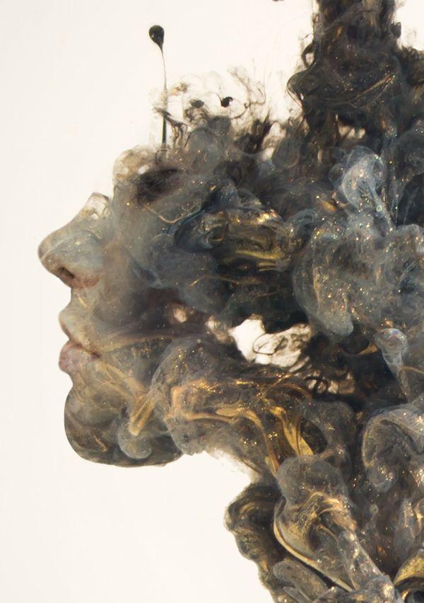 Chris Labbers lässt mit Farben, Wasser und Photoshop surreale Gemälde entstehen