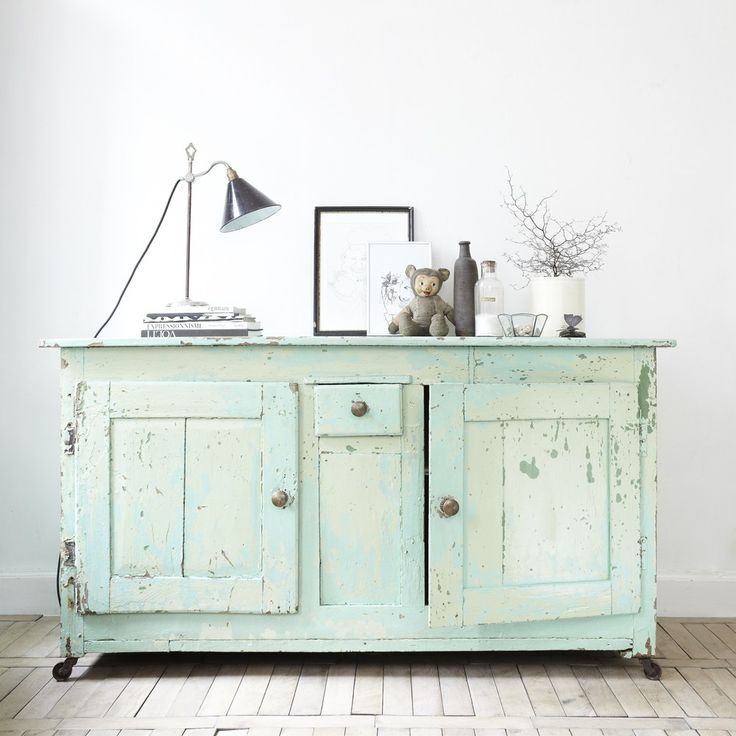 Un acabado envejecido guapísimo con mucho carácter de azules y verdes suaves y ahumados.