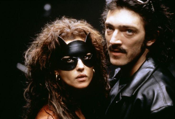 Cassel e Bellucci coppia nel cinema enella vita in una scena di Doberman