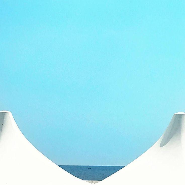 Heavenly  #blue #bluesky #sea #minimal #minimalmood #rsa_minimal #shapes #igersliguria #igersitalia #snapseed