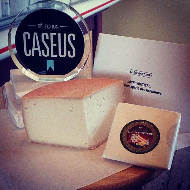 Étant de passage à la Fromagerie des Grondines dimanche dernier, j'ai eu le plaisir d'admirer le prix Caseus remporté pour le fromage La Chevrotière. Bravo! #quebecgourmand #fromagesdici