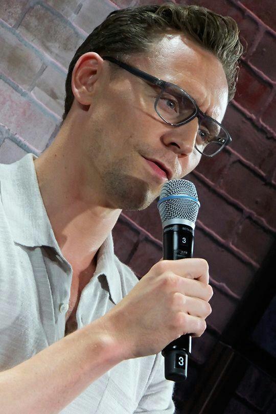 Tom Hiddleston is the type of boyfriend - ❤38❤ | Tom