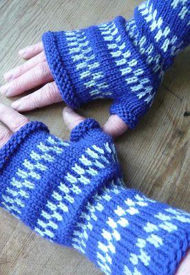 Mönster; Eget väldigt simpelt. Se nedan. Garn; Cascades 200 wool i blått och och vitt och lite Kampes 3-trådiga i grått. Inte mer än 50 g ...
