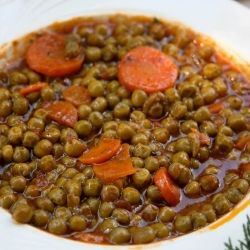 Sweet peas in the Greek way - Traditional vegetarian dish for Lent period