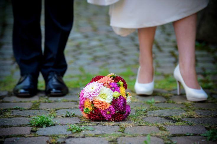 Brautstrauß mit verschieden farbigen Dahlien.  – Brautstrauß