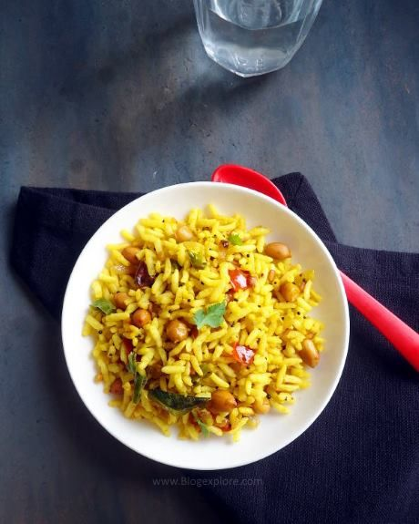 puffed rice upma recipe - a quick and easy South Indian breakast or snack using puffed rice and spices