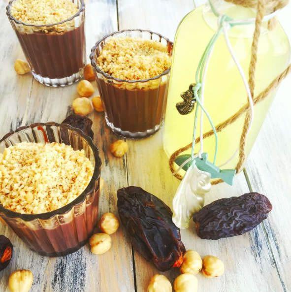 Mini gurmelerin beslenme uzmanı @secillenar diyor ki haftayı tatlı bitirelim, hem tatlı hem de sağlıklı olsun. Muzlu hurmalı pudinglerim ; 6 hurmayı bir gece önceden suda bekletin 2 çorba kaşığı kakao 2 adet muz ve çok az ( kıvamına bakarak) süt ekleyip blendırdan geçirin, üzer…